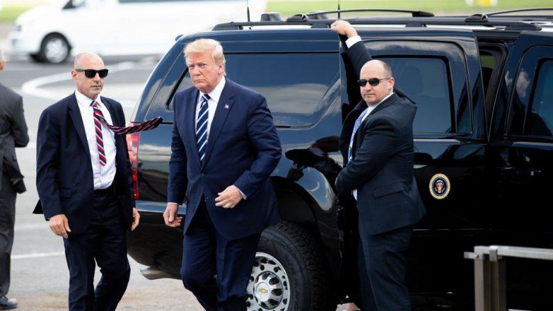 El Presidente de los Estados Unidos, Donald Trump, llega al Aeropuerto Shannon el 5 de junio de 2019 en Shannon, Irlanda. (Pool/Getty Images)
