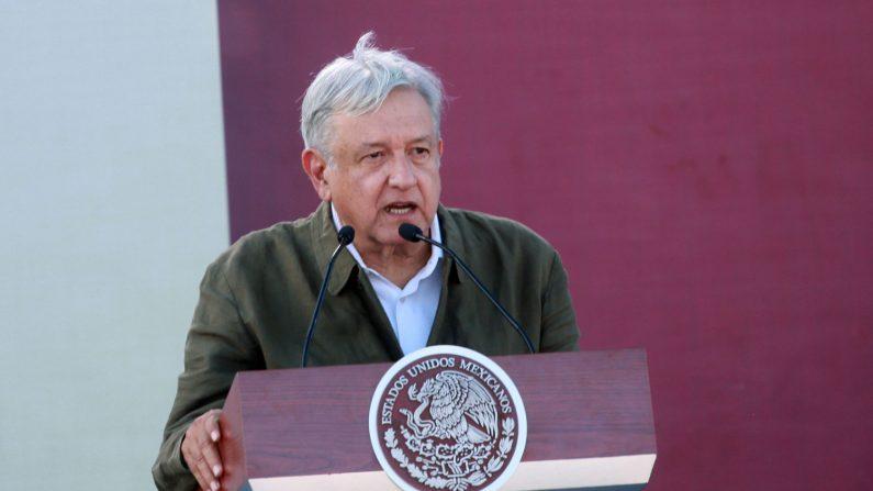 El presidente mexicano Andrés Manuel López Obrador habla durante un mitin de unidad el 8 de junio de 2019 en Tijuana, México. (Créditos: Sandy Huffaker/Getty Images)