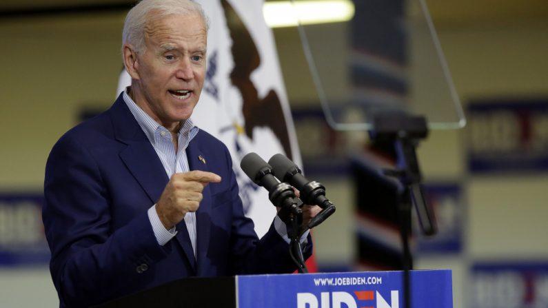 El ex vicepresidente y candidato presidencial demócrata de 2020, Joe Biden, habla durante un evento de campaña el 11 de junio de 2019 en Davenport, Iowa. (Créditos: Joshua Lott/Getty Images)
