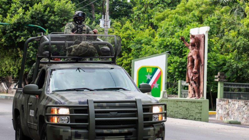 Miembros del ejército mexicano patrullan en Tapachula, estado de Chiapas, México, el 12 de junio de 2019. (Quetzalli Blanco/AFP/Getty Images)