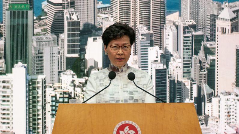 Carrie Lam, jefa ejecutiva de Hong Kong, habla durante una conferencia de prensa en el Complejo del Gobierno Central el 15 de junio de 2019 en Hong Kong, China. (Anthony Kwan/Getty Images)