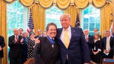 Trump honra al economista que ideó recortar impuestos para estimular el crecimiento económico