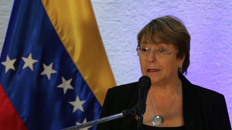 La Alta Comisionada de las Naciones Unidas para los Derechos Humanos, Michelle Bachelet, habla durante una conferencia de prensa en Caracas el 21 de junio de 2019. (CRISTIAN HERNANDEZ/AFP/Getty Images)