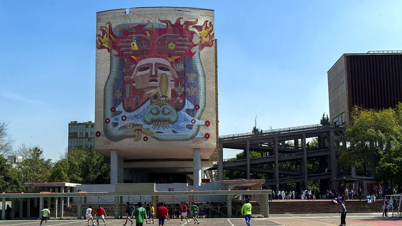 Un mural de Francisco Eppens en la Facultad de Medicina de la UNAM (Universidad Nacional Autónoma de México) en la Ciudad de México. (OMAR TORRES/AFP/Getty Images)