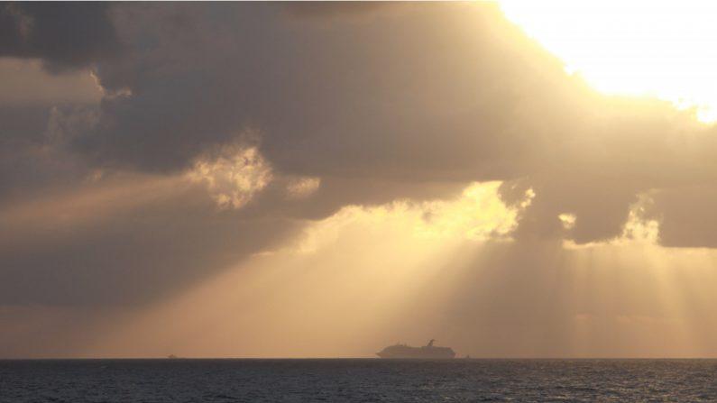 Un barco de la Guardia Costera de los Estados Unidos en el Golfo de México en una foto de archivo (Créditos: Chris Shivock/Guardia Costera de los Estados Unidos a través de Getty Images)