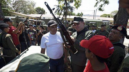 Rusia reanuda con Maduro la fábrica de Kalashnikov en Venezuela detenida por conflictos de corrupción