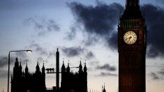 Apuñalan a mujer embarazada en Londres y su bebé lucha por su vida