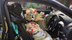 Policía comparte fotos de un auto tan desordenado que su conductor chocó por no alcanzar el freno