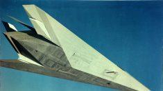 Filman un extraño OVNI blanco sobrevolando el Area 51