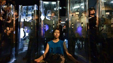 Entrevista con 'La chica escudo': La historia detrás de una imagen icónica de las protestas de Hong Kong