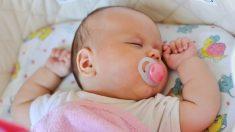 Madre hace una advertencia luego de que su bebé deja de respirar durante un viaje de 2 horas en coche