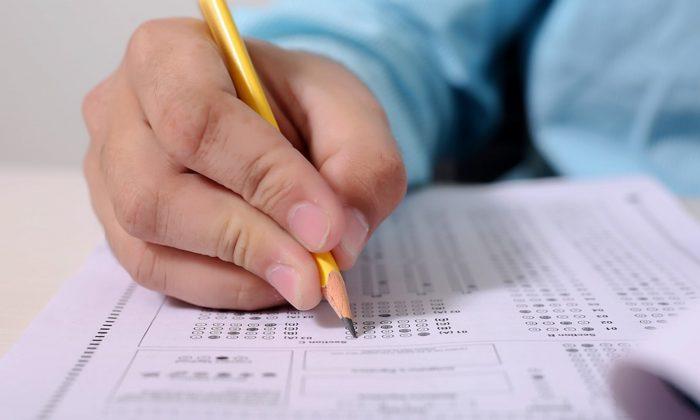Imagen ilustrativa de un niño rindiendo un examen. (F1 Digitals/Pixabay)