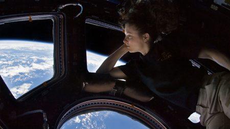 """Astronauta conmovido al ver la Tierra desde el espacio asegura que es la """"creación de un dios infinito"""""""