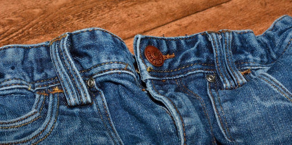 El padre de Kendall tomó unos jeans y una tijeras para darle una lección a su hija. Imágen ilustrativa. (Crédito: Pixabay/Pezibear)