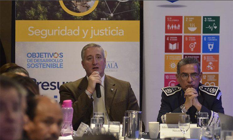 El Ministro de Gobernación de Guatemala, Enrique Degenhart Asturias, dio a conocer que como parte de los convenios con Estados Unidos para el combate a las estructuras criminales que generan la migración irregular, el 18 de junio de 2019. (Ministerio de Gobernación de Guatemala)