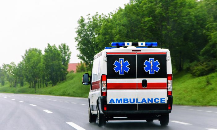 Imagen ilustrativa de una ambulancia. (OgnjenO/shutterstock)