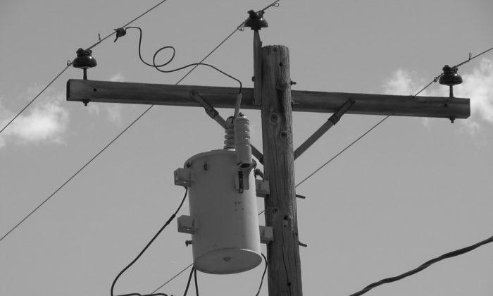 Imagen ilustrativa de un transformador en un poste. (Bitcountry/Pixabay)