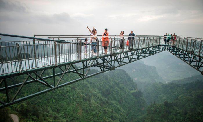 Turistas en el Parque Wansheng, China. (Fred Dufour/AFP/Getty Images)