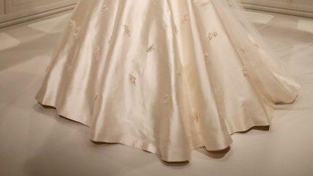 Madre inoportuna se viste de novia para la boda de su hijo