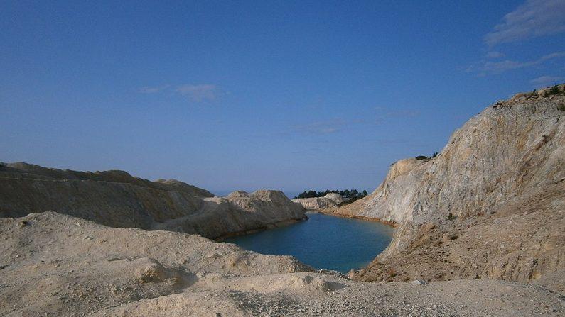 La antigua mina de wolframio del Monte Neme. (WIKIPEDIA)