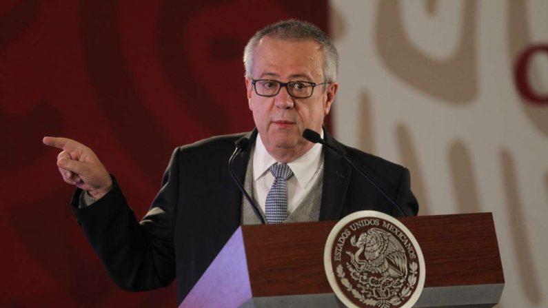 El secretario de Hacienda y Crédito Público, Carlos Urzúa Macías, habla durante una rueda de prensa en el Palacio Nacional de Ciudad de México (México).EFE/Mario Guzmán/Archivo