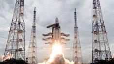 India lanza con éxito cohete que será el primero en explorar el polo sur de la Luna