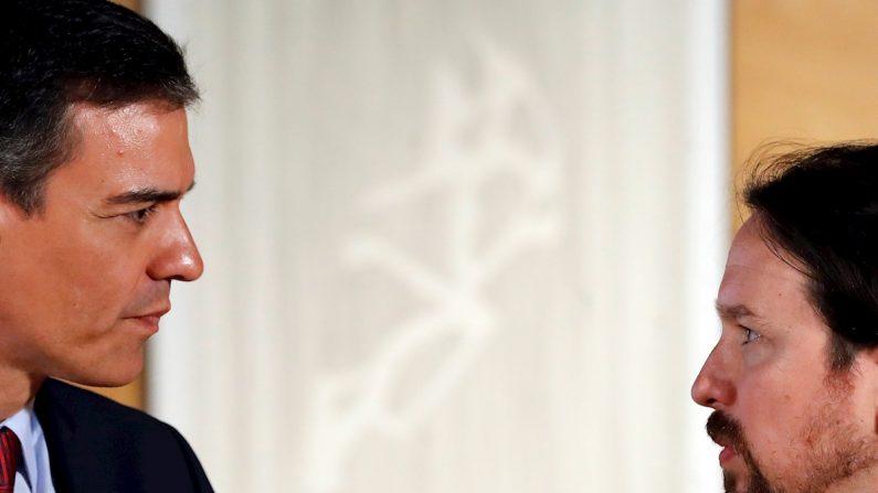 El presidente del gobierno Pedro Sánchez (i) y el líder de Podemos Pablo Iglesias.EFE/Juan Carlos Hidalgo/Archivo