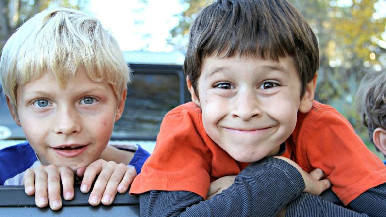 Quizá el mejor regalo que nos dan nuestros hijos es la capacidad, una vez más, de mirar al mundo con asombro. (White77/Pixabay)