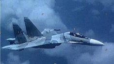 """(VIDEO) Fuerza Armada venezolana """"pone en riesgo a tripulación y aeronave"""" de EE.UU."""