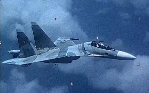 Avión venezolano SU-30 Flanker ensombrece agresivamente una aeronave estadounidense EP-3 (Michael Wimbish/Comando Sur de los Estados Unidos)