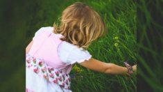 Niña siente que 'Dios' le dice que salga, luego escucha llorar a una bebé recién nacida en los arbustos