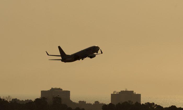 Imagen ilustrativa de un avión despegando.  (Jorge Guerrero/AFP/Getty Images)