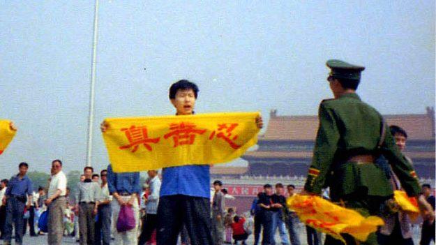 La resistencia pacífica de Falun Dafa en 20 años de persecución: Un testamento a la conciencia humana