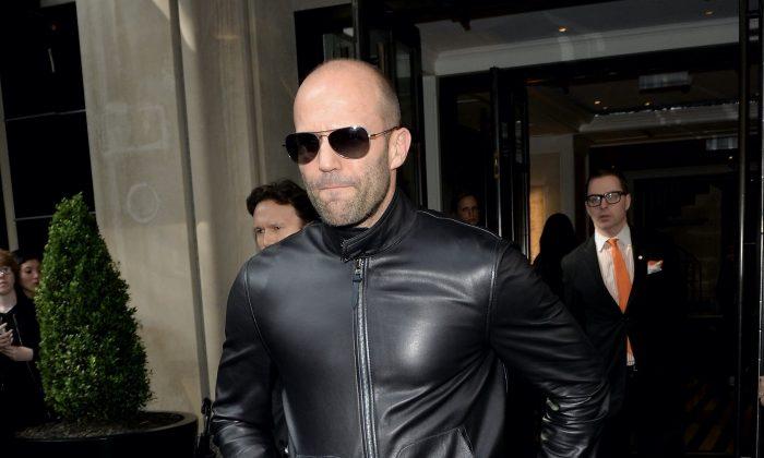 El actor Jason Statham sale del Hotel The Mark el 2 de mayo de 2016 en la ciudad de Nueva York. (Andrew Toth/Getty Images para el Hotel Mark)