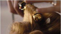 Mujer lanza una advertencia luego de que a su hermanita le dan convulsiones por rizarse el cabello