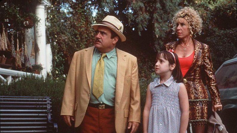 1996 Danny DeVito y Rhea Perlman en la película Matilda. (Crédito: Fotógrafo Autónomo/ Getty Images)