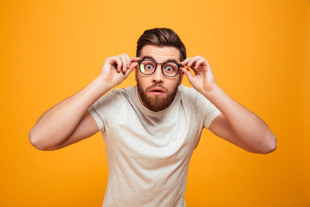 hombre-barba-lentes
