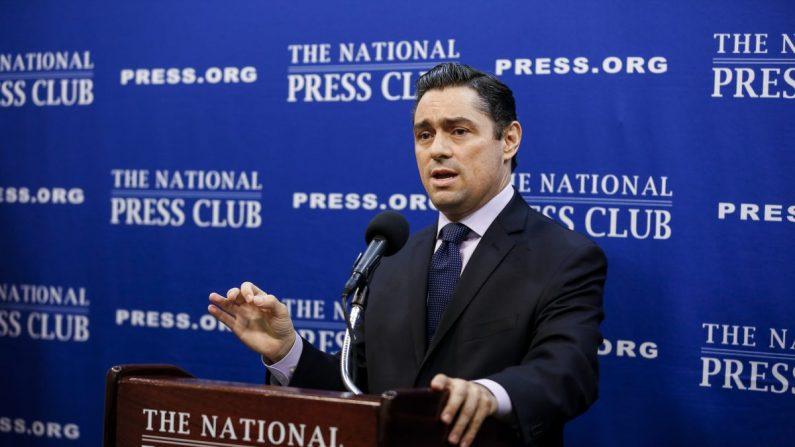 Carlos Vecchio, embajador de la República Bolivariana de Venezuela en los Estados Unidos, habla en el National Press Club en Washington el 30 de julio de 2019. (Samira Bouaou/La Gran Época)