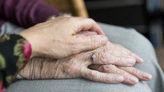 España: pareja de ancianos que regresa a su casa de un paseo halla la cerradura cambiada y okupas dentro