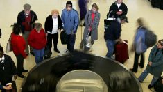 Niño de 2 años se subió a la cinta de equipajes del aeropuerto y se perdió de vista