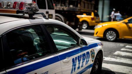 Fiscales no saben si acusarán a padre de gemelos muertos de calor en un auto en Nueva York