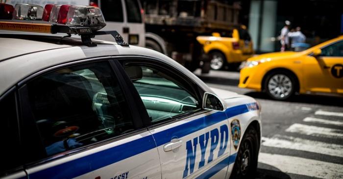 Foto ilustrativa de un auto patrullero de Nueva York. Foto de Thomas Geider en Pixabay.