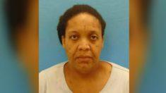 Una mujer vivió en la casa con el cadáver de su madre durante 3 años, dijo la policía