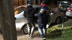 Argentina: Escapa esposado de un patrullero mientras los policías dormían (video)