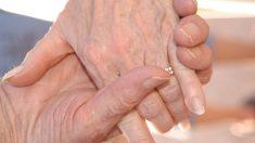 """Mujer de 103 años se casa con su novio de 100: """"fue amor a primera vista"""", dijo ella"""