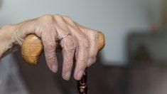 Argentina: Abuelita de 84 años duerme en un hospital porque su hija la echó de su casa