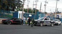 Ladrón queda colgado de un pie en México y policía le da con un palo como una piñata (video)