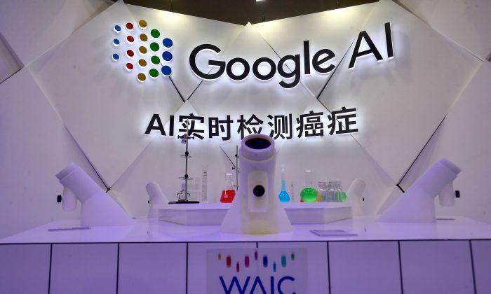 Un microscopio de detección de cáncer de IA de Google durante la Conferencia Mundial de Inteligencia Artificial 2018 (WAIC 2018) en Shanghai, el 18 de septiembre de 2018. (STR/AFP/Getty Images)