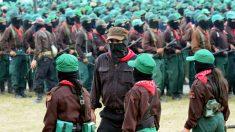 López Obrador publica una antigua fotografía en la que aparece con el Ejército Zapatista
