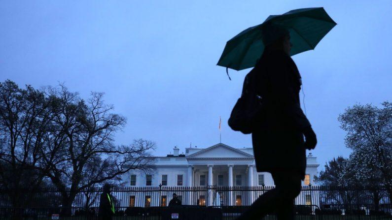 La lluvia cae sobre la Casa Blanca el 21 de marzo de 2019 en Washington, DC. (Chip Somodevilla/Getty Images)